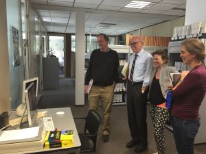 受賞者の発表を待つWiley-VCHのエディターたち。左から2人目がAngewandte Chemie編集長Peter Goelitz